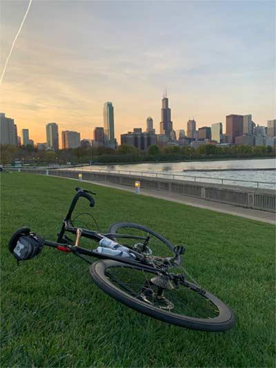 bike in front of chicago skyline